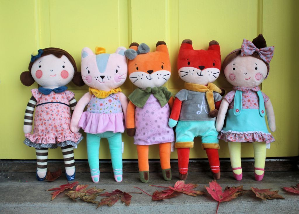 33874 - My Petit Collection dolls and plush animals USA
